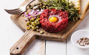Le Tartare de Boeuf » rouge des prés» AOP maine-Anjou ,  coupé au couteau et mariné au Whisky 180g